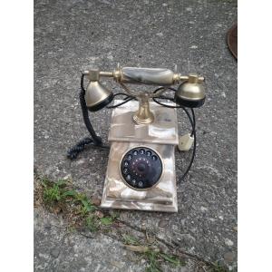 Ретро телефон.